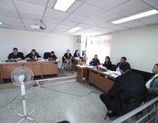 El Tribunal Noveno de Sentencia durante el juicio. (Foto Prensa Libre: Juan Diego González).