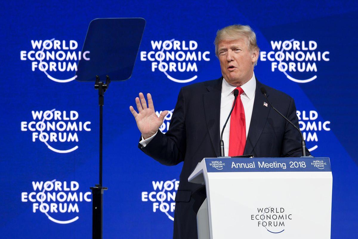 Abucheos y nuevas polémicas para Donald Trump en Davos, Suiza