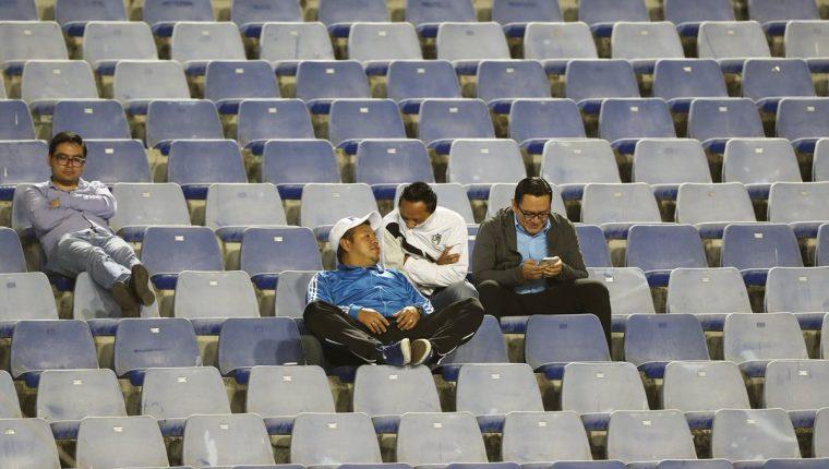 El estadio Doroteo Guamuch Flores, la casa de Comunicaciones, tuvo una escasa presencia de seguidores para el juego del miércoles recién pasado. (Foto Prensa Libre: Francisco Sánchez)