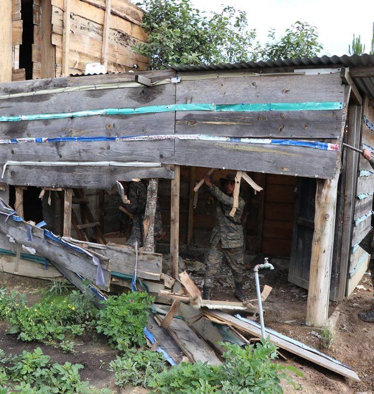 En operativos por estado de sitio en Ixchiguán y Tajumulco, soldados destruyeron bunkers que supuestamente eran utilizados por narcotraficantes. (Foto Prensa Libre: Estuardo Paredes)
