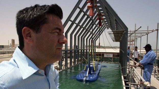 Hervé Jaubert había trabajado en Dubái diseñando y construyendo vehículos acuáticos para la seguridad, hasta que encontró en problemas y tuvo que huir del emirato.  GETTY IMAGES