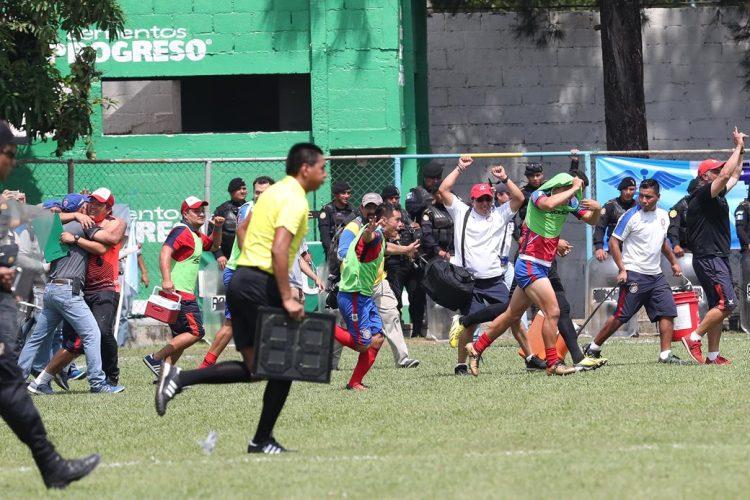 Así explotaron de felicidad los jugadores chivos al eliminar a Sanarate. (Foto Prensa Libre: Francisco Sánchez).