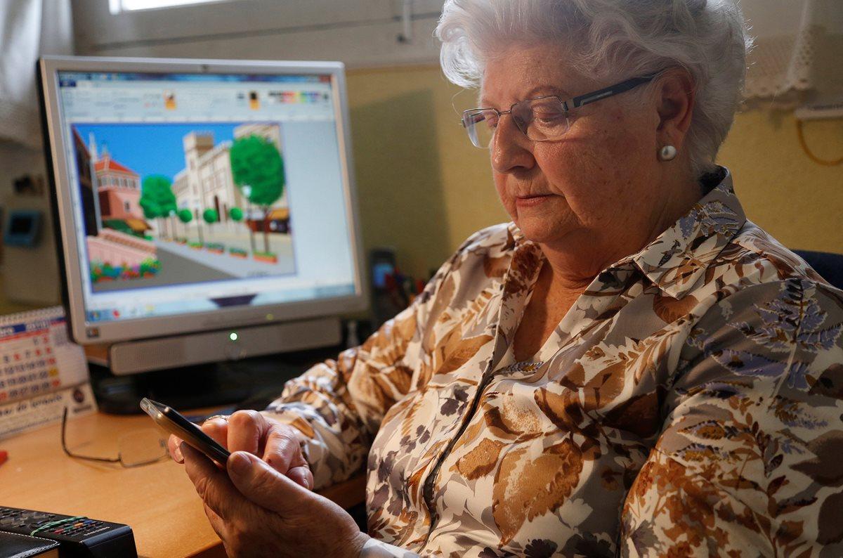 Concha tiene 88 años y más de 156 mil seguidores en Instagram. (Foto Prensa Libre: EFE)