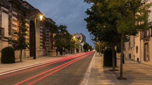 Hay millones de botellas de champán bajo esta avenida, la Avenue de Champagne, en la localidad de Epernay. (GETTY IMAGES).