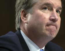 Kavanaugh fue nominado por Trump el pasado 9 de julio para sustituir una vacante en el alto tribunal, conformado por nueve jueces con puesto vitalicio, que son elegidos por el presidente y confirmados por el Senado. (Foto Prensa Libre: AFP)