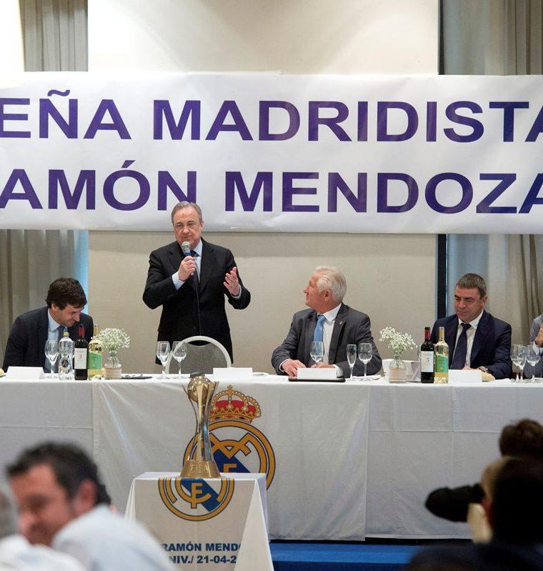 GRAF9943. ALCALÁ DE HENARES (MADRID), 22/04/2018.- El portero costarricense del Real Madrid Keylor Navas (i) y el presidente del club Florentino Pérez (c) durante el acto en el que ha sido nombrado socio de honor de la Peña Ramón Mendoza en su XXX aniversario. EFE/ Fernando Villar