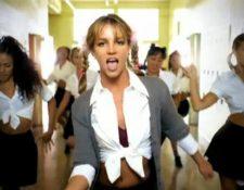Britney Spears, en el video de Baby One More Time (Foto Prensa Libre: YouTube).