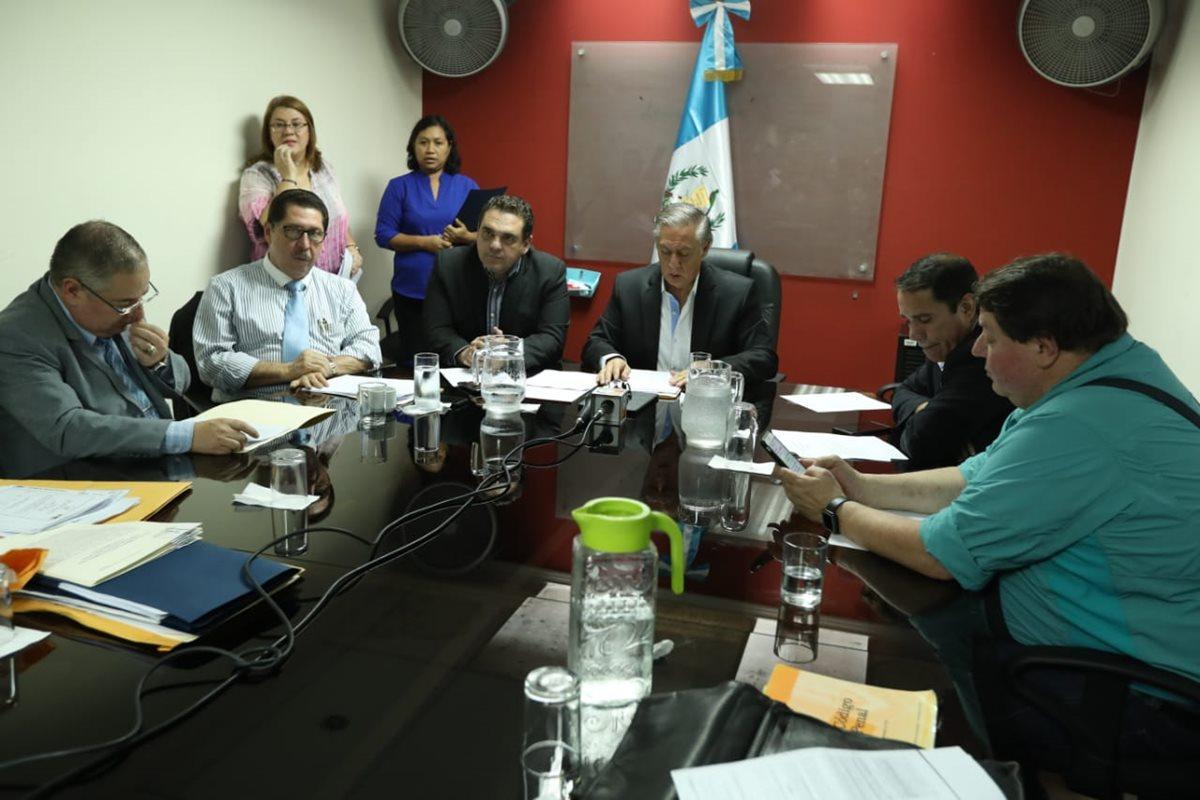 Lo Comisión Pesquisidora entró en la fase final de su trabajo y se espera que esta semana pueda emitir una recomendación al pleno. (Foto Prensa Libre: Esbín García)
