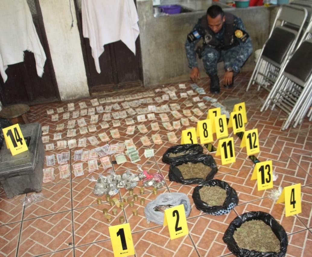 Autoridades hallan droga en inmuebles de Zacapa. (Foto Prensa Libre: PNC)