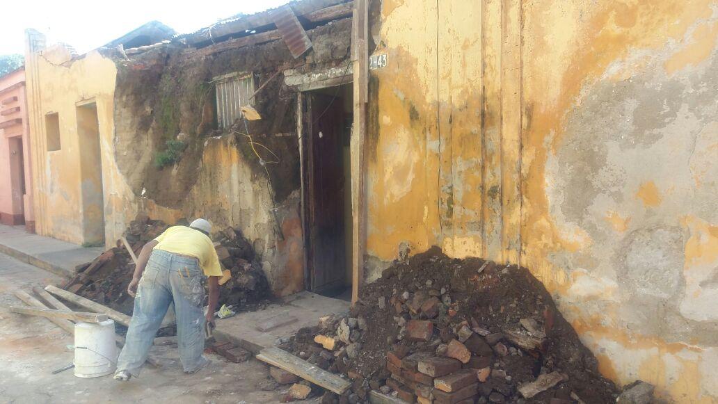 Una vivienda resultó dañada en Xela por el sismo de 6.2 grados registrado a 78 kilómetros de Retalhuleu. (Foto Prensa Libre: María José Longo)