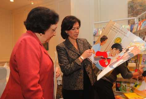 Ministra Cynthia del Águila y secretaria ejecutiva de Asíes, Raquel Zelaya. (Foto Prensa Libre: Óscar Rivas)