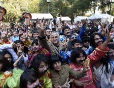 Fanáticos mexicanos participan en la jornada de disfraces de Los Beatles. (Foto Prensa Libre: AFP)