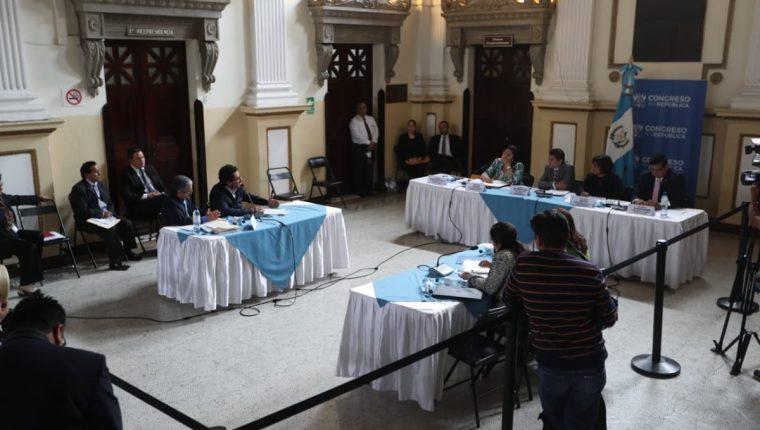 Representantes de Dicabi acudieron a una citación con la Comisión Específica en el Congreso. (Foto Prensa Libre: Érick Ávila)