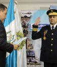 El nuevo director de la PNC es juramentado por el ministro de Gobernación.