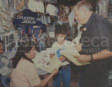 Padre Girón haciendo proselitismo en 1999. (Foto: Hemeroteca PL)