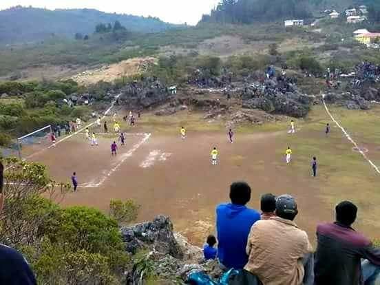 El futbol entre piedras en la aldea Chibalazún, San Mateo Ixtatán, Huehuetenango