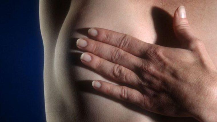 Hay varias señales que indican que se sufre de cáncer de mama. (THINKSTOCK)
