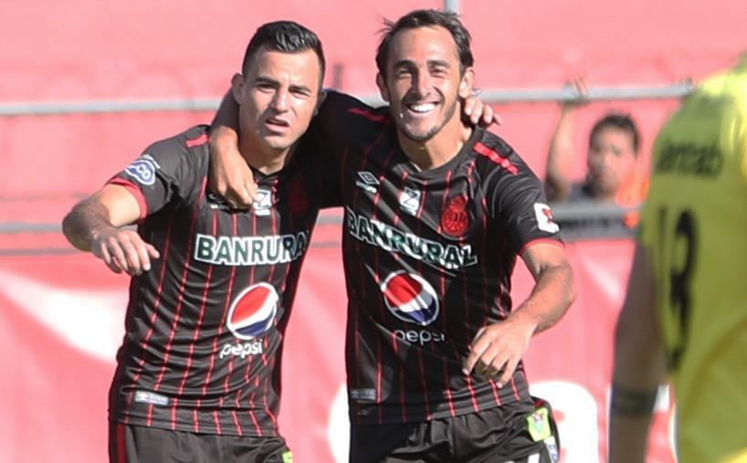 Gastón Puerari y Marco Pablo Pappa fueron fundamentales en el triunfo de Municipal. (Foto Prensa Libre: Jorge Ovalle)
