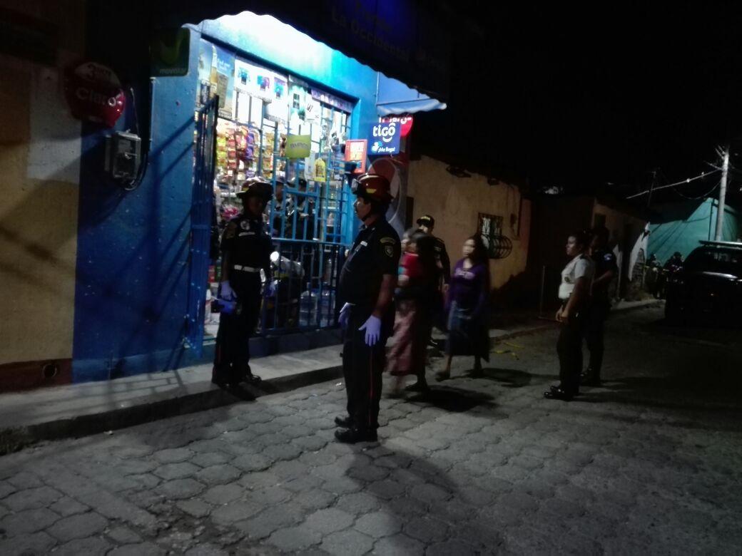 Bomberos confirmaron la muerte del menor, debido a la gravedad de las heridas provocadas con arma de fuego. (Foto Prensa Libre: Cortesía CBMD)