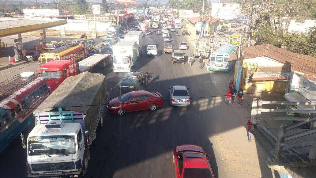 Importadores de vehículos quitan bloqueo en la Interamericana