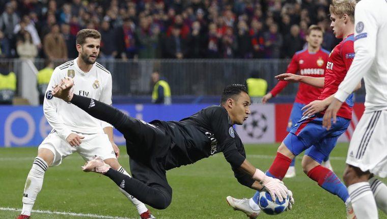 Keylor Navas, en acción, durante el juego entre Real Madrid y CSKA Moscú. (Foto Prensa Libre: EFE)