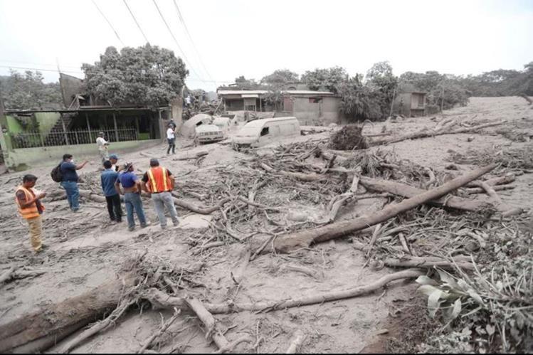 El Volcán de Fuego dejó miles de damnificados luego de una erupción el 3 de junio de este año. (Foto Prensa Libre: Hemeroteca PL)
