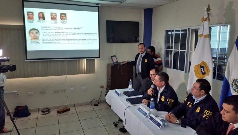 La Fiscalía de El Salvador informó que las pandillas están comprando armas en Guatemala y Honduras. (Foto Prensa Libre: FGR)