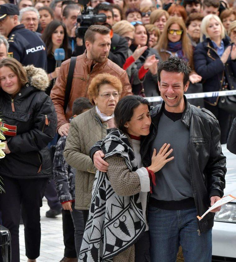 Luto y dolor se vivieron en el funeral del niño. (Foto Prensa Libre: EFE)