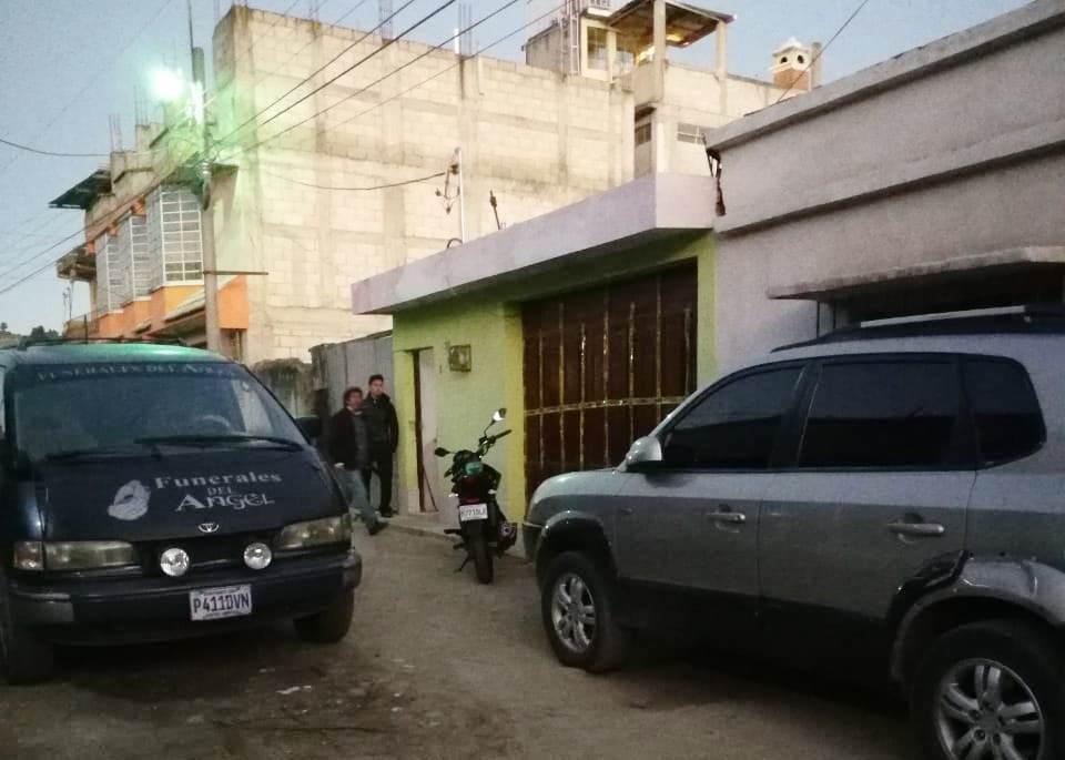 En la zona 10 de Quetzaltenango, un hombre supuestamente acuchilló a su madre e intentó quemar el cadáver. (Foto Prensa Libre: elQuetzalteco)