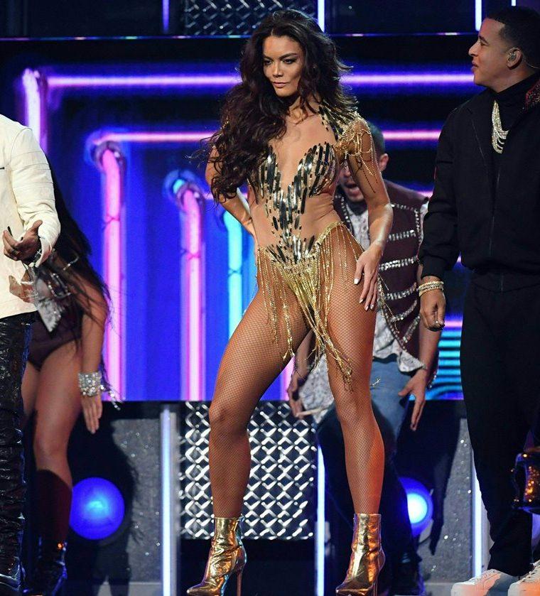 La ex reina de belleza bailó en el escenario del Madison Square Garden de Nueva York.(Foto Prensa Libre: AFP)