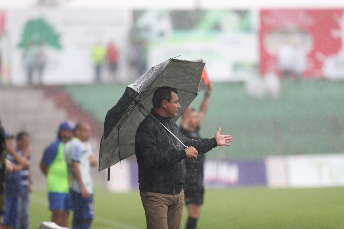 El técnico argentino Mauricio Tapia no le ha podido ganar a Cobán en los últimos cuatro partidos del 2018. (Foto Prensa Libre: Francisco Sánchez)