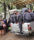 Elementos del Sistema Penitenciario entran a Pavón en medio de la alarma por un supuesto motín. (Foto Prensa Libre: Érick Ávila)