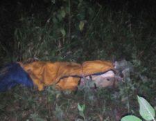 El cuerpo fue hallado a un costado de la lotificación Las Mercedes. (Foto Prensa Libre: Eduardo Sam)