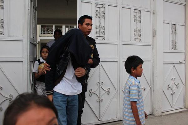 """Uno de los dos jóvenes que fue sentenciado a 6 años de prisión por el abuso y muerte de un menor de edad en Huehuetenango. (Foto Prensa Libre: Mike Castillo)<br _mce_bogus=""""1""""/>"""