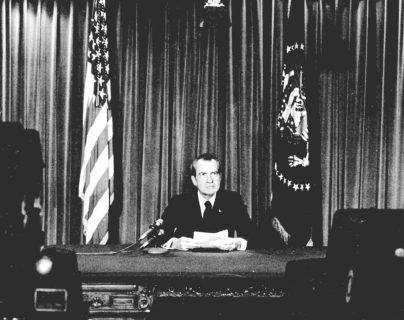 Presidente Nixon anuncia su renuncia mediante un mensaje televisivo desde la Casa Blanca el 8 de agosto de 1974. (Foto: AP)