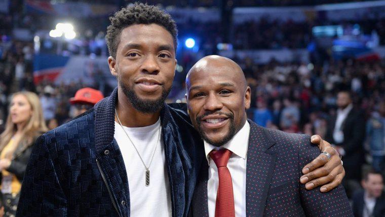 Chadwick Boseman y Floyd Mayweather durante el Juego de las Estrellas de la NBA. (Foto Prensa Libre: AFP)