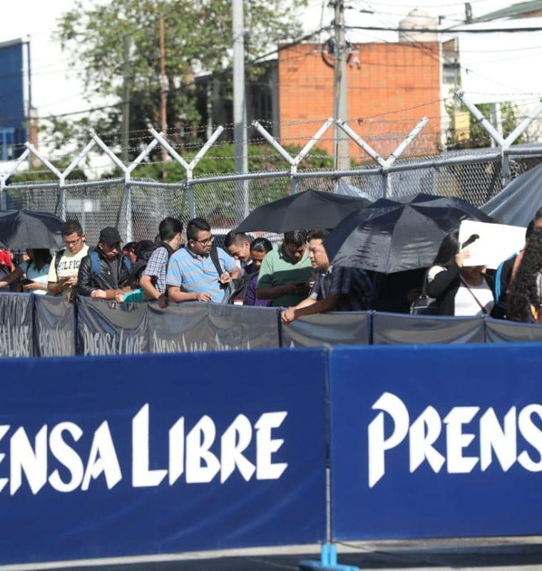 La Clasiferia del Empleo de Prensa Libre se lleva a cabo este martes en el Parque de la Industria. (Foto Prensa Libre: Esbin García)