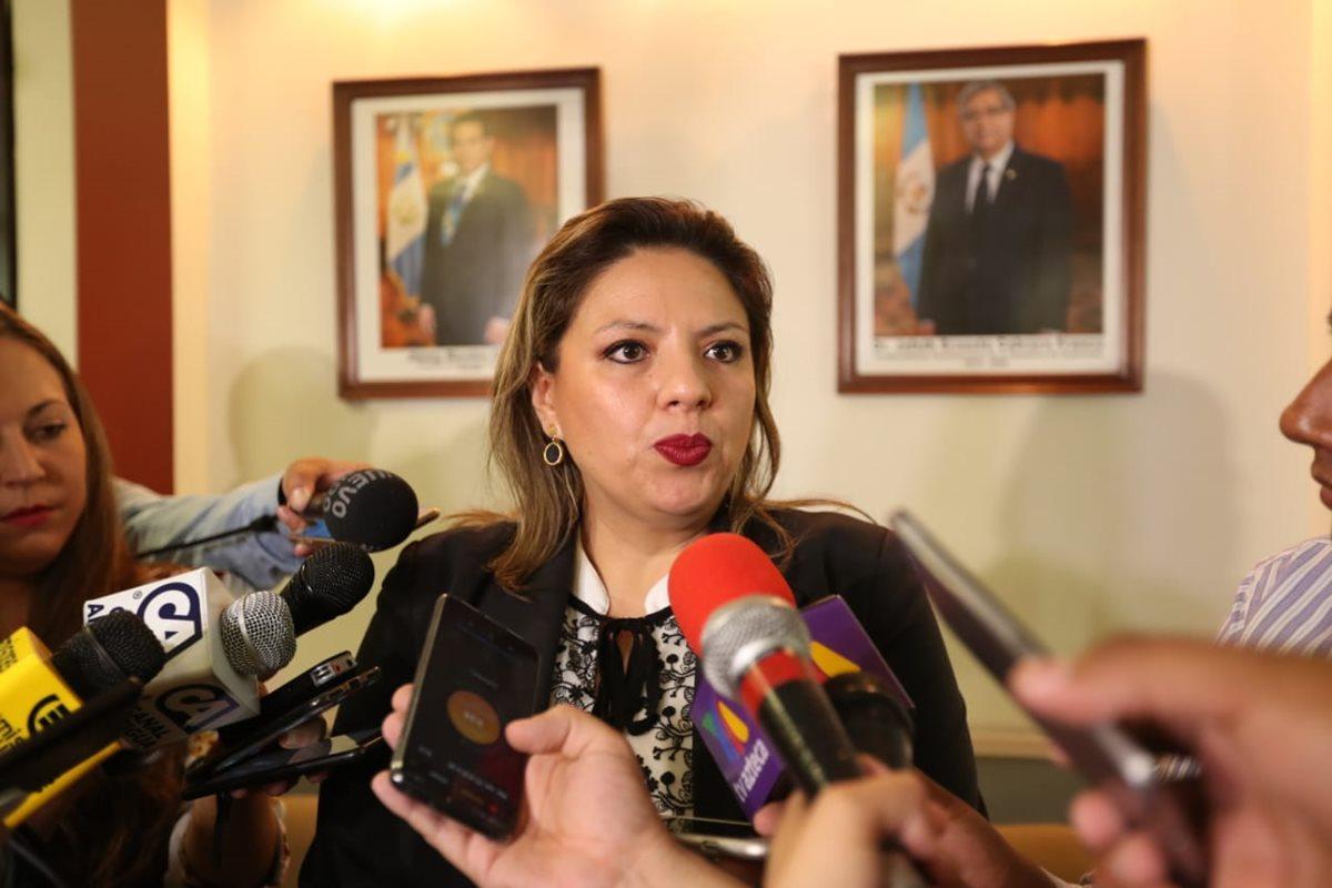 La canciller Sandra Jovel informó que unos 465 niños guatemaltecos han sido detenidos en la frontera sur de Estados Unidos. (Foto Prensa Libre: Esbin García)