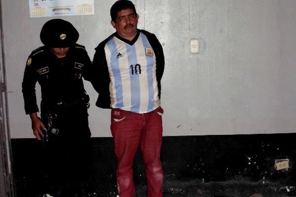 Atilio de Jesús Reyes fue detenido en el interior de una iglesia. (Foto Prensa Libre: Héctor Contreras).