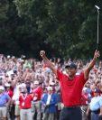 Así festejó Tiger Woods el título. (Foto Prensa Libre: AFP)
