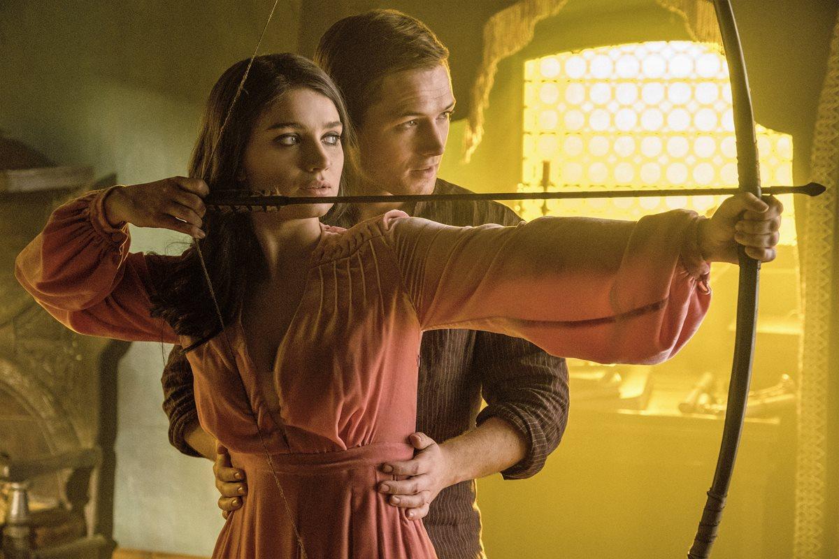 La nueva versión de Robin Hood está llena de acrobacias, explosiones y efectos. Eve Hewson estará en el papel de Marian. Foto Prensa Libre: Lionsgate