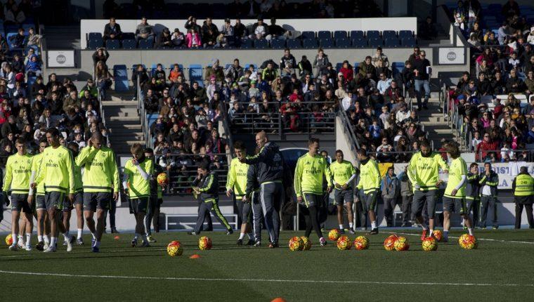 El entrenador francés Zinedine Zidane dirigió su primer entrenamiento con  el Real Madrid. (Foto 52a34b76f9bb4
