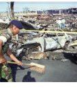 04/12/1999. Soldados remueven escombros de Zolic en Santo Tom?s de Castilla tras la explosión. (Foto: Hemeroteca PL)