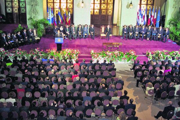 El 29 de diciembre se cumplen 21 años de la firma de los Acuerdos de Paz Firme y Duradera. (Foto Prensa Libre: Hemeroteca PL)