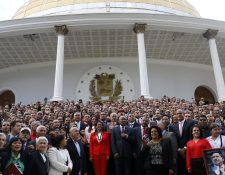 Constituyente venezolana posa para una foto oficial en Caracas. (Foto Prensa Libre: AP)