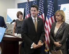 Paul Ryan, presidente de la Cámara de Representantes, antes de aprobar las sanciones contra Irán, Corea del Sur y Rusia. (Foto Prensa Libre: EFE)