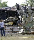 El pequeño avión se estrelló contra un estacionamiento de casas rodantes en Florida. (Foto Prensa Libre: AP).