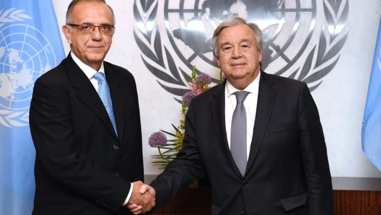 Foto divulgada por la ONU donde aparecen Iván Velásquez, director de Cicig, y António Guterres, secretario de ONU.