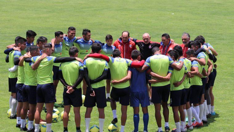 El técnico Wálter Claverí confía en que sus dirigidos consigan un resultado positivo en el partido de mañana frente a Guastatoya. (Foto Prensa Libre: Raúl Juárez)