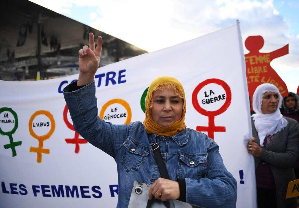 La Asamblea General de las Naciones Unidas en 1999 hizo el llamado a los gobiernos para que el 25 de noviembre de cada año se hicieran actividades para eliminar la violencia contra la mujer.
